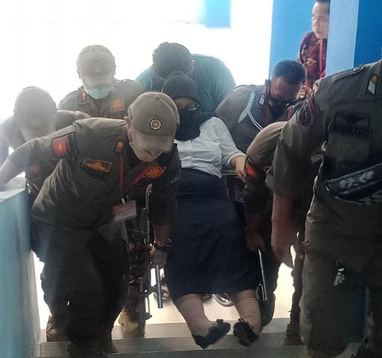 Satpol PP Kukar Lakukan Pengamanan Tes CPNS di SMP N 1 Tenggarong