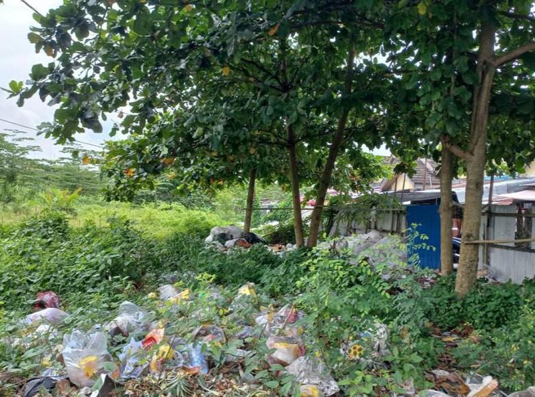 Tumpukan Sampah di Lahan Eks Pasar Tenggarong