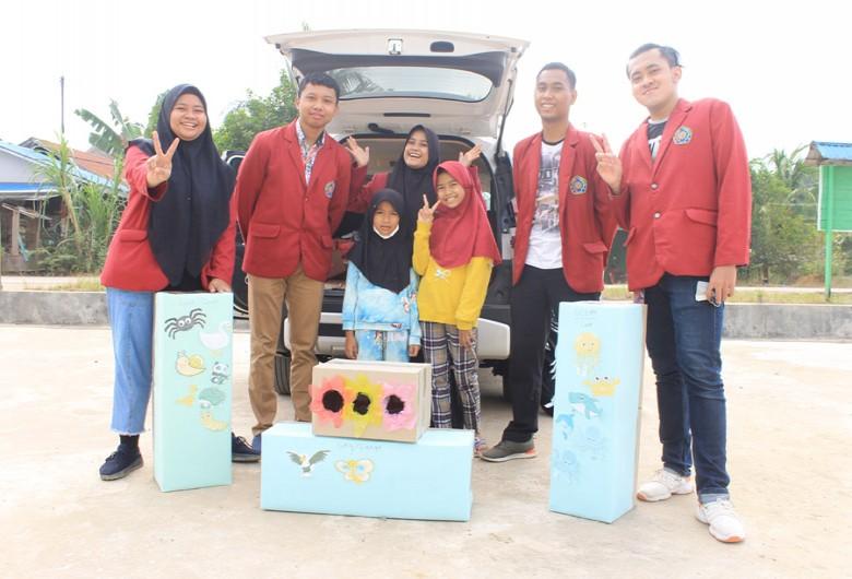 Mahasiswa Universitas Muhammadiyah Malang Perkenalkan EFL kepada Anak SD Desa Jongkang